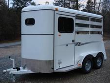Bee 2 Horse Slant Deluxe w/Drop Down Window, Larger Dressing Room...