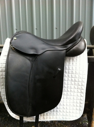 18 Inch Cardanel Orion Dressage Saddle Wide Tree