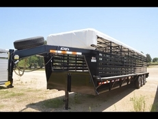 CM Brush Buster BT 32ft Livestock Gooseneck with Covered Tarp
