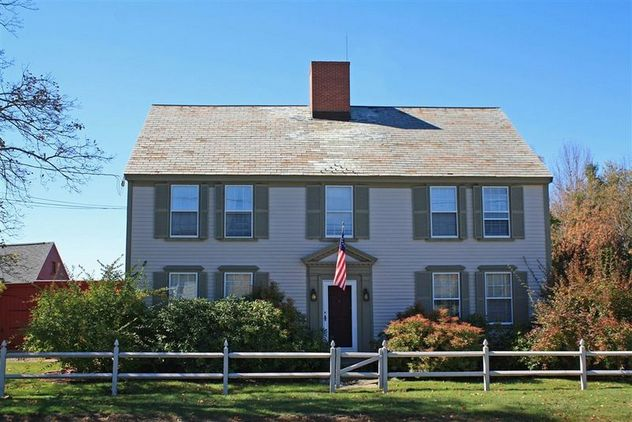 Gracious 1785 Antique Homestead on 19.6 Acres