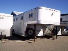 1993 Featherlite 3H GN FRP Horse Trailer