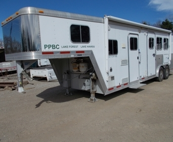 2004 FEATHERLITE FL8581-3H 3-HORSE TRAILER