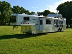 "4-Star *REDUCED* 4H with 15'6"" Outlaw Slide Out"