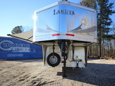 2017 Lakota Trailers CHARGER 3-Horse w/9ft Living Quarter C839