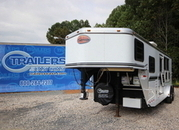 2004 Sundowner Trailers 3-Horse Slant Load 8 ft Living Quarters