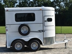 New 2019 Bee 2H Super WT 2 Horse Trailer with 2' Short Wall
