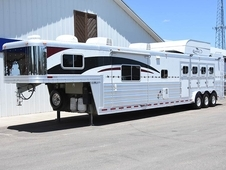 2009 Platinum Coach 4 Horse 18' Outlaw LQ with Slide