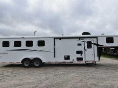 New 2019 Bison Trail Hand 7408 4 Horse Trailer with 8' Short Wall