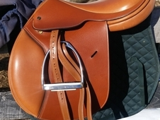 Like-New Crosby Centennial English Saddle 16. 5 in.
