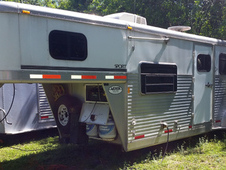 EXISS 3-horse trailer for sale.