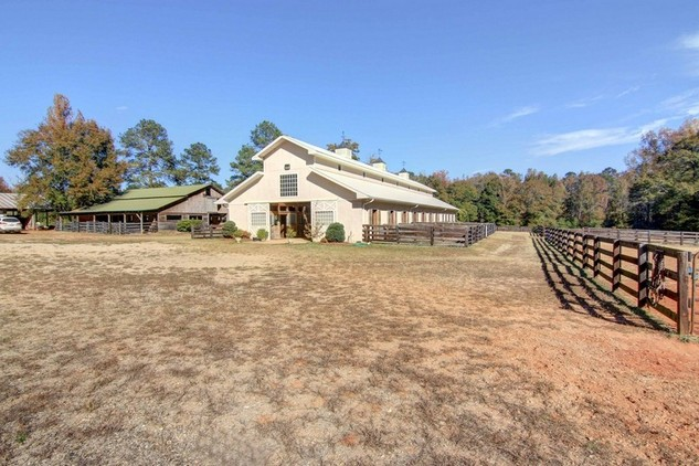 An Equestrian Oasis behind gated entry