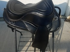 "17.5"" Freeform Treeless Endurance Saddle"