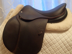 "17"" Devoucoux Biarritz Full Buffalo Saddle 2012"