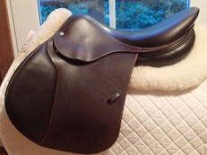 "Stunning 17.5""  Devoucoux Socoa Saddle 2011 1A"